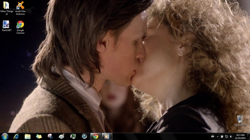 The Eleventh Doctor (Matt Smith) and River Song (Alex Kingston) kissing from Doctor Who >:3