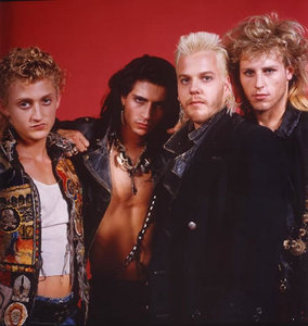 a picture of the hottest vampires ever یا also known as the lost boys <3