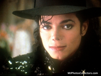 *sigh* Only one can drive me crazy... :3 OF COURSE MICHAEL beautiful,sexy JACKSON!!!!!!!!!:D :D:D :D!! <3 call me crazy but idgaf ^______^