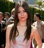 I think I wanna see Miranda Cosgrove play the mean girl. But instead of prankster-mean like in ドレイク, ドレーク and Josh, I wanna see her like a Miss-Popular-kind of mean.