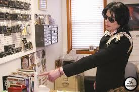 I 爱情 his black and 金牌 jacket. He wore it to gary indiana. I 爱情 你 mj.