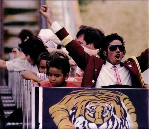 i luv seeing mj having fun!