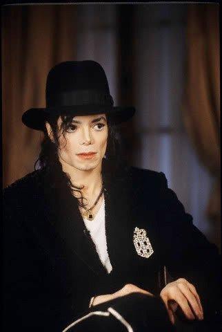 look at his eyes <3