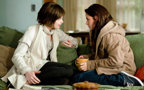 i like to be bella or alice they r awesome