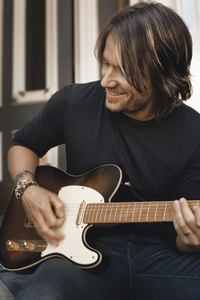 Well he is not actor he is a country singer ♥♥Keith Urban♥♥