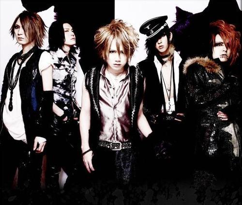 Nightmare,they are VisualKei band(vocals Yomi,guitar Hitsugi,guitar Sakito,bass Ni~ya and drums Ruka xD)