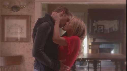 I amor amor amor their first kiss post memory loss. It was so beatiful, so sweet and deep. You can feel how much they wanted it! Also I amor when sookie dreams about Eric (and Bill), she opens the door and he jus walk in and kiss her! (then Bills shows up and the dream gets ruined but whatever)