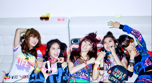 """My fav songs of 4minute are Muzik and Huh but my fav era was Hot Issue. They were so """"colourful"""" at that time XD I miss their 'Candy Funky' style(concept).."""