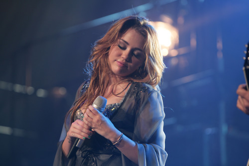 Miley Cyrus on the Gypsy puso Tour performing Every Rose Has It's Thorn 2011