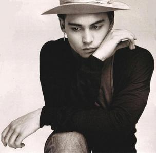 cuz Johnny Depp Smoking Hot <3