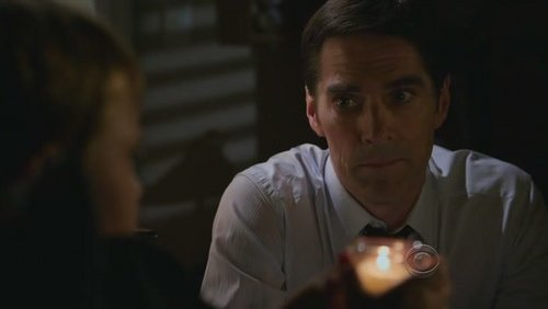 < because I always have a Thomas Gibson-related icono and I wanted something from the newest season of Criminal Minds