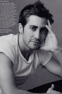 My biggest crushes are Jake Gyllenhaal and Orlando Bloom <3 I also like Jude Law and Robert Pattinson :)