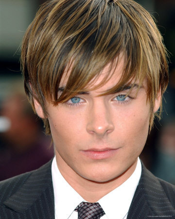 One of the most attractive male celebs I've seen would be Zac Efron. Let's get it straight here. I'M NOT a peminat of HSM I do not have a man crush on him but I feel I can judge guys for their attractiveness too. Not to mention he looks like Light Yagami from Death Note which is pretty cool. Zac Efron fangirls: DO NOT fangirl over my answer comprende?