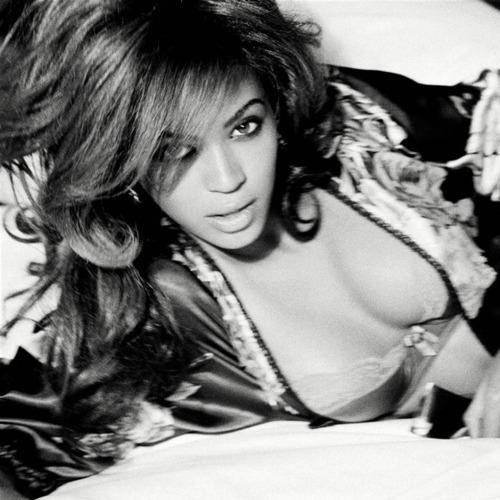 <------ Beyoncé