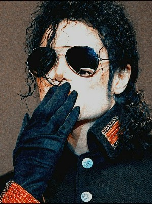 I think Michael was too trusting in people to test them for their L.O.V.E. And I know that he could feel when a person L.O.V.E.D. him অথবা not. And I'm sure he wouldn't want to test them anyway. Much L.O.V.E. to আপনি though :)