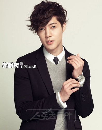 Kim Hyun Joong is the 爱情 of my life so I am going to have to answer with Kim Hyun Joong.