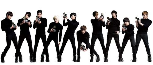 A~CHA is the best!! shindong looks much thinner (>.<) and everyone looks cool with their camera....