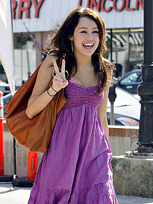 Miley is Mehr pretty than Selena.Miley is very beautiful than Selena.So my answer is Miley.