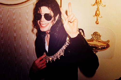 Ofcourse he didn't. Never ever. I don't even understand why would anyone be so stupid to even do that?^ Like other fans dicho here , Michael had a skin disease called ''Vitiligo'' and don't listen to what others say. They don't even know who Michael Jackson is