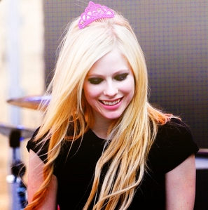 avril looking down :)