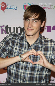 KENDALL because he is seriously always on my mind and i 愛 him no matter wat and who cant think that he is hot