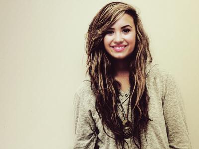 Demi smiling :)