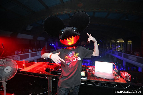 DEADMAU5! Thats evilmau5 XD But he would be SO COOL.