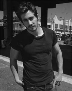 Jake Jake Jake Gyllenhaal <3 he is the hottest man in the whole world *----*