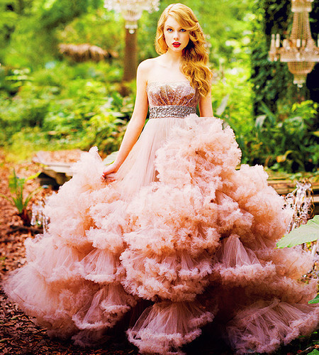 Post a picture of Tay in your favourite dress! - Taylor ...