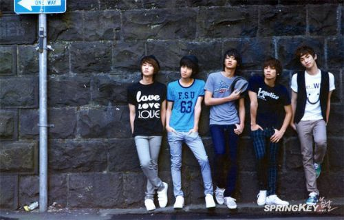 I'M Totally Obsessed With K-POP...and SHINee are my LOVE<3<3<3