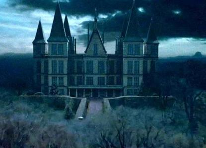 i already live where i want... its Malfoy Manor Wiltshire, England... thats me and draco's house