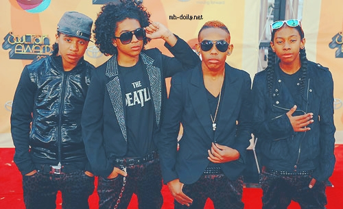 no..mb doesnt go out wit any of the omg girlz....some people ik think princeton and bahja go out but they're just really close friends and on all of mb's interviews they say that  they're single and looking DUHHHH!!!