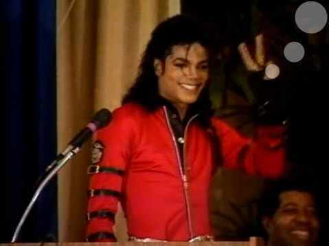 <3 omg like, SO F*****G MUCH!!! HE'S THE MOST WONDERFULLEST, BEAUTIFULLEST, SWEETEST MAN EVA TO HIT THIS PLANET!!!! I upendo U MICHAEL BABY, I AM YOUR #1 FAN!