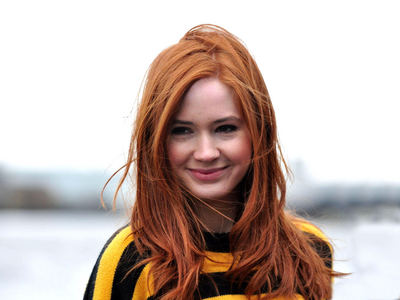 Oh wow, I'm answering a 12 tháng old question. :3 Anyway, I think Karen Gillan is beautiful. <3 I adore her so much. <3