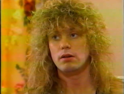 Rick Savage I would cuddle with him and 키스 him until he tells me that he loves me !!!!
