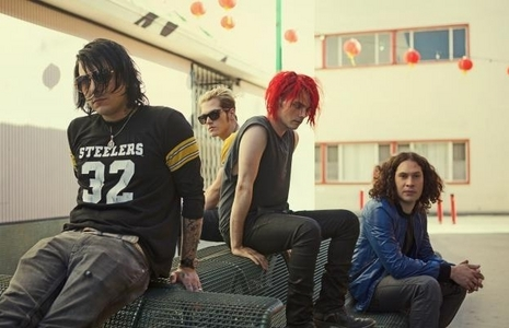 MCR saved my life, I Amore them because their Musica makes me feel less alone and all the people in the band are really nice people. They make me feel up when i'm down, happy when i'm depressed, and beautiful when i feel ugly. Also,their Musica is just plain amazing and their all just so damn sexy. xD
