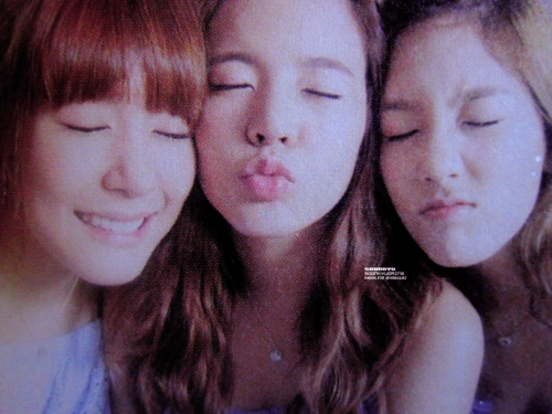 Sunny's best friend is obviously Taengoo . But she's close with Jessica and Tiffany too .