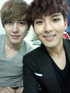 kyuhyun n ryeowook can sing very well.. i think the worst is siwon..