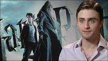 This is an Interview : Harry Potter & The Half Blood Prince at 2009 ago. Daniel wearing a white camisa and black jeans when interviewed. Daniel describes the film, half-blood Prince, and all the stuff about it. Daniel confirms, that in the film, the headmaster of Hogwarts had died.