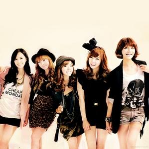 tiffany, jessica, yuri, sooyoung n sunny..^^