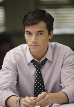 Ezra (Ian Harding) is the hottest guy ever on Pretty Little Liars.