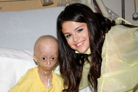 To many reasons to not like Miley ! Selena sure !!!!! She's better better better !!!! Look at her, she's so great and nice !
