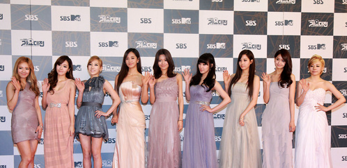 SNSD on the red carpet . . . They all look so pretty :)