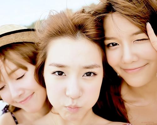1.Tiffany 2.Sooyoung 3.Jessica 4.Yuri 5.Hyoyeon