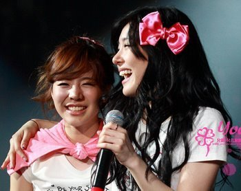 I think the pretty smile is sun n fany..^^