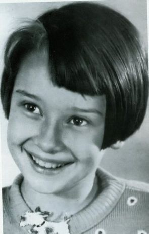 MAY 4, 1929. I 爱情 AUDREY, HERE IS A 照片 OF HER AS A CHILD.
