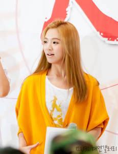 Hyoyeon for me. Many peminat-peminat for hyo. =)