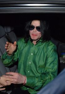 HERE'S OUR ADORABLE KING IN GREEN ♥ ♥ ♥ HE LOOKS SO BEAUTIFUL ..