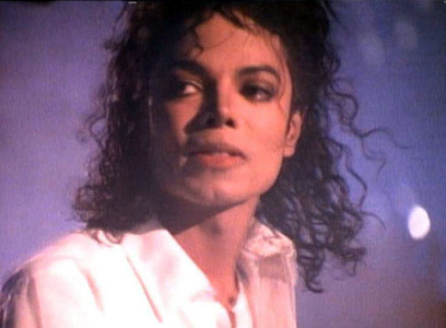 I became a 팬 back in 1991-1992 after I 암퇘지, 뿌리 다 the video of Dirty Diana. I was crazy about his performance at 엠티비 10th anniversary too.. I wanted to see it non stop LOL :)) too bad at that time it wasn't internet..