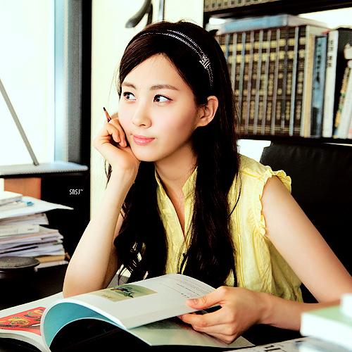 Seohyun in yellow :)